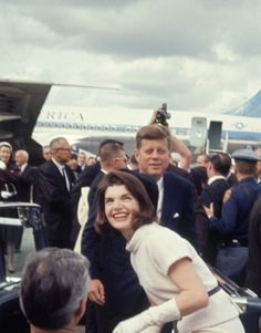"""kennedys-obsession: """" John F. Kennedy with wife Jackie, in San Antonio, Texas, November """" United States Secret Service, Jacqueline Kennedy Onassis, Jaqueline Kennedy, Kennedy Assassination, John Fitzgerald, American Presidents, Former President, Historical Pictures, History Books"""