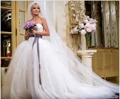 "Kate Hudson wore a classic tulle wedding dress by Vera Wang for her role in ""Bride Wars."" She also wore Vera Wang when she married Chris Robinson on New Year's Eve in Movie Wedding Dresses, Popular Wedding Dresses, Wedding Movies, Celebrity Wedding Dresses, Designer Wedding Dresses, Celebrity Weddings, Wedding Gowns, Tulle Wedding, Bride Dresses"