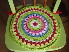 Chair pad by the cramped hand inspired by granny wheel square… Crochet Round, Love Crochet, Crochet Granny, Crochet Motif, Knit Crochet, Crochet Patterns, Crochet Home Decor, Crochet Crafts, Yarn Crafts