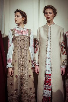 En backstage du défilé Valentino printemps-été 2015 http://www.vogue.fr/mode/inspirations/diaporama/backstage-du-dfil-valentino-printemps-t-2015/18816/carrousel#5