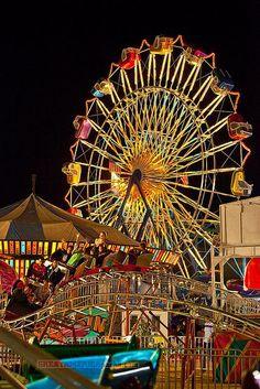 Sky Diver and kiddie coaster Art Du Cirque, Carnival Lights, Carnival Photography, Boogie Wonderland, Fair Rides, Amusement Park Rides, Carnival Rides, Fun Fair, Teenage Dream