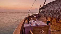 Onefinemoment managt lässigen Malediven-Lifestyle Villa, Hotels, Restaurant, Spa, Table Decorations, Home Decor, Wine List, True Beauty, Maldives