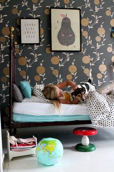 pilkulliset lakanat, kesäkoti, lastenhuone, tytön huone