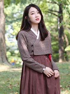 한복을 모티브로 한 캐주얼 브랜드 LEESLE 리슬 Kebaya Dress, Dress Pesta, Korean Traditional Dress, Traditional Dresses, Korean Dress, Korean Outfits, Korea Fashion, Asian Fashion, Modern Hanbok