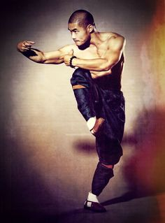 Shaolin Kung Fu, Shaolin has a great defending style. In changquan. Action Pose Reference, Pose Reference Photo, Human Reference, Action Poses, Anatomy Reference, Poses Dynamiques, Art Poses, Body Poses, Drawing Poses