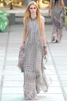 Roberto Cavalli Spring 2011 Ready-to-Wear Fashion Show - Julia Nobis Fashion Line, Grey Fashion, Runway Fashion, Boho Fashion, Fashion Show, Fashion Outfits, Fashion Design, Milan Fashion, Roberto Cavalli
