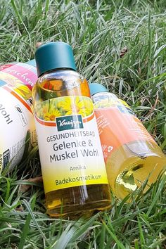 Kneipp Arnika wohltuend für Gelenke und Muskel #Kneipp #Naturkosmetik #Pflanzenkosmetik #KneippArnika Honest Tea, Shampoo, Wine, Bottle, Beauty, Plants, Muscle, Organic Beauty, Flask