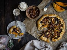 This kabocha & caramelized onion galette is up #ontheblog today for a #virtualpumpkinparty !! Happy hump day!  by tworedbowls