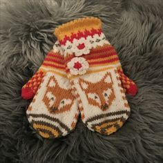 Kettuset SullaVikat By Mia Sumell Hand Knitting, Knitting Patterns, Crochet Patterns, Knitting Ideas, Knit Mittens, Mitten Gloves, Knit Crochet, Crochet Hats, Fox Decor