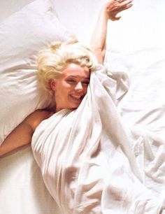 wish i could wake up every morning like this 1961: Marilyn Monroe by Douglas Kirkland.