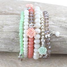 Mooie armbanden, oorbellen en kettingen met roosjes kralen