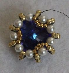Beebeecraft Tutorials on how to make tear-pattern earrings with seedbeads and Beaded Brooch, Beaded Rings, Beaded Jewelry, Beaded Bracelets, Earring Tutorial, Bracelet Tutorial, Seed Bead Necklace, Pendant Earrings, Beaded Necklace Patterns