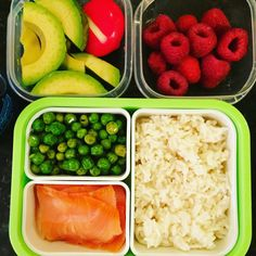 #Teuko lunchbox: slices of avocado, smocked salmon, basmati rice, green peas, cheese, raspberries, water. By Jessica, www.teuko.com