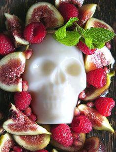 Spooky and yummy! #food #Day_of_the_Dead #skulls