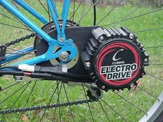 """Multimeter reading of plug from throttle. (so you can wire your own) Also from """"Tim Brown Recumbent Bicycle, Motorized Bicycle, Velo Design, Bicycle Design, Eletric Bike, Bicycle Engine Kit, Bike Motor, Bike Cart, Electric Bike Kits"""