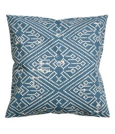 Natural white. Cushion cover in cotton slub-weave fabric with a printed pattern. Concealed zip.