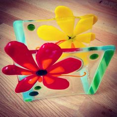 Flower Power: Fused Glass Napkin Holder with by MineByDesignStudio Slumped Glass, Fused Glass, Stained Glass, Napkin Cards, Glass Fusion Ideas, Glass Photo, Glass Coasters, Glass Flowers, Business Card Holders