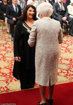 Kate Bush receives her CBE from Queen Elizabeth II during an Investiture ceremony at Windsor Castle in Windsor. Queen Kate, Queen Elizabeth Ii, Kate Bush Wuthering Heights, Divas, Investiture Ceremony, Before The Dawn, Twitter Trending, Pictures Of The Week, Female Singers