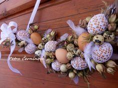 Velikonoce...přírodní Velikost cca 53 cm. Jen z přírodních materiálů, háčkované vajíčka (od mé babičky).