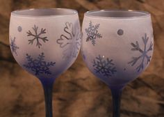 Frosted Blue Snowflake Wine Glasses set of 2 by DeeLuxDesigns