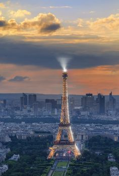 .~One of our favorite pictures of the Eiffel Tower, Paris@adeleburgess~.