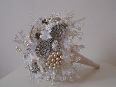 Buque de broches Sparkling brooches