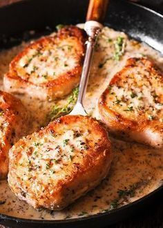 Make These Pork Chops in Creamy Garlic Sauce for Dinner - Boneless Pork Chops in creamy white wine sauce are cooked in the juice of a fresh lemon, garlic and thyme. Juicy & packed with flavor, they are ready in 30 minutes! Creamy White Wine Sauce, Creamy Garlic Sauce, White Sauce, Creamy Lemon Pork Chops, Meat Recipes, Cooking Recipes, Pork Recipes For Dinner, Recipies, Quick Pork Chop Recipes