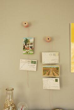 DIY Postcard Display via Blue Eyed Yonder Postcard Display, Diy Postcard, Hanging Photos, Hanging Art, Towel Display, Eclectic Design, Interior Design, Collectible Cards, Diy Art Projects