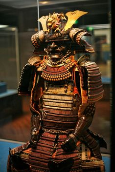 I quite simply am keen on the colorations, lines, and fine detail. This is really a brilliant concept if you want inspiration for a Kabuto Samurai, Samurai Weapons, Samurai Helmet, Samurai Warrior, Katana, Japanese Culture, Japanese Art, Tattoo Samurai, Samourai Tattoo