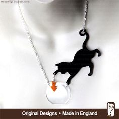 Perspex Cat Necklace - Cat & fish  - Catchin'  Fish by Sugar Jones - Meow(Etsy のSugarJonesUKより) https://www.etsy.com/jp/listing/159042749/perspex-cat-necklace-cat-fish-catchin
