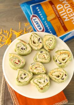 Need to bring an appetizer to a party? Cheesy Chipotle Roll Ups are party food perfected. Easy, make-ahead and no oven or sauce needed! Recipes Appetizers And Snacks, Finger Food Appetizers, Easy Appetizer Recipes, Yummy Appetizers, Appetizers For Party, Snack Recipes, Cooking Recipes, Quiche, Fiestas Party