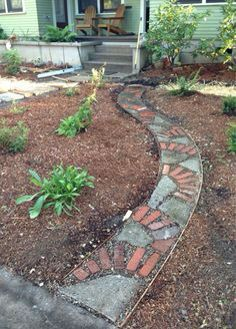 Rustic Concrete Garden Paths Made From Broken Bits Brick Path, Brick Garden, Concrete Garden, Garden Yard Ideas, Garden Projects, Garden Bed, Garden Edging, Garden Paths, Broken Concrete
