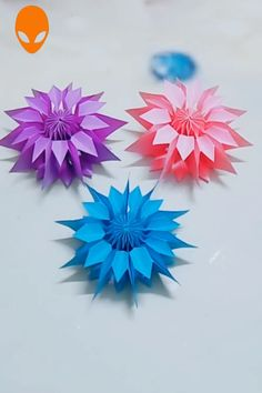Crafts For Friends 10 Amazing Flowers Origami Art DIY Tutorials Videos Diy Crafts Hacks, Diy Crafts For Gifts, Diy Arts And Crafts, Crafts For Kids, Instruções Origami, Paper Crafts Origami, Paper Crafting, Origami Videos, Hanging Origami