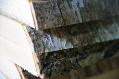 TEHDÄÄN HYVIN | HANDMADE QUALITY Työvaihe: Massiivikoivu – laadukas raaka-aine huonekaluihin |  Craft: Solid birch – high quality raw material for furniture Tuotantolinja: Pöydät | Production line: Dining  #pohjanmaan #pohjanmaankaluste #käsintehty