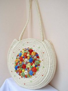 This Pin was discovered by Emi Crochet Backpack, Bag Crochet, Crochet Handbags, Crochet Purses, Crochet Purse Patterns, Tote Pattern, Hello Kitty Crochet, Crochet Shoulder Bags, Boho Bags