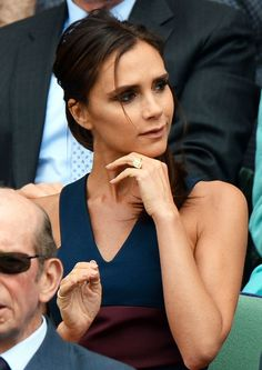 Look familiar? Victoria Beckham SMILES at Wimbledon in same ring-flashing pose… Victoria And David, David And Victoria Beckham, David Beckham, Victoria Beckham Smile, Viktoria Beckham, Posh And Becks, Queen Vic, Harper Beckham, Victoria Fashion