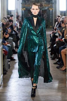 Elie Saab Fall 2019 Ready-to-Wear Collection - Vogue Couture Mode, Style Couture, Couture Fashion, Runway Fashion, Fashion Week Paris, Look Fashion, High Fashion, Elie Saab Fall, Moda Paris
