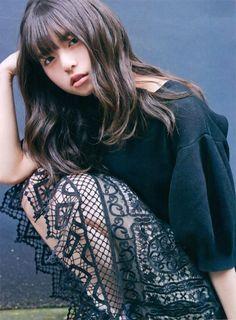 齋藤 飛鳥(さいとう あすか、1998年8月10日 - )は、日本のアイドル、ファッションモデルであり、女性アイドルグループ乃木坂46のメンバー、『CUTiE』の元専属モデル、『sweet』のレギュラーモデルである。東京都出身。身長158cm。血液型O型。 Japanese Beauty, Asian Beauty, Prity Girl, Saito Asuka, Pictures Of Lily, Cute Japanese Girl, Japan Girl, Monochrom, Poses