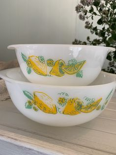 Lovely set of 2 Agee Pyrex Nesting bowls - New Zealand Vintage Pyrex -Lemons Pattern - Collectable Vintage Vintage Pyrex, Retro Vintage, Lemon Bowl, Pyrex Bowls, Nesting Bowls, Milk Glass, Pin Cushions, Bowl Set, New Zealand