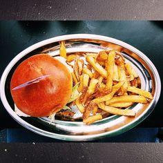 Cheese Burger Burnoutburgers-BURNOUT_BURGER_FUENCARRAL_148_MADRID Cheese Burger, Burgers, Places To Go, Hamburgers, Hamburger