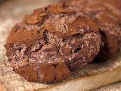 Aprende a preparar esta receta de Cookies triple chocolate, por Virginia Sar en elgourmet