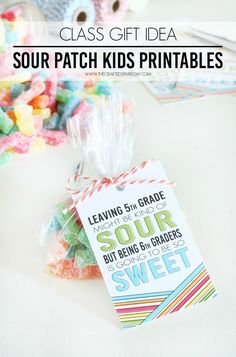 Celebrate the last day of school with a sweet gift, these Free Class Gift Idea - Sour Patch Kids Printables are perfect! School Treats, School Gifts, Student Gifts, Classmate Gifts End Of Year, Student Treats, Sour Patch Kids, Graduation Treats, Graduation Gifts, Graduation Celebration