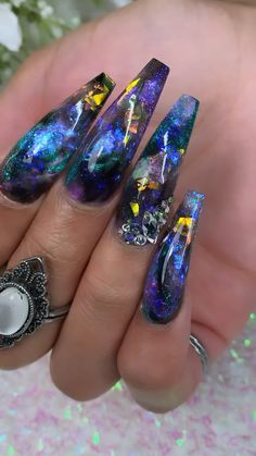 Prized by women to hide a mania or to add a touch of femininity, false nails can be dangerous if you use them incorrectly. Types of false nails Three types are mainly used. Blue Acrylic Nails, Summer Acrylic Nails, Acrylic Nail Designs, Dope Nail Designs, Nail Swag, Bandana Nails, Opal Nails, 3d Nails, Galaxy Nails