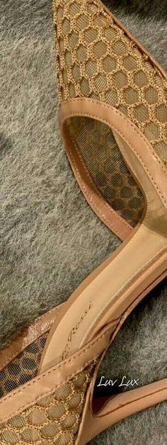 Pumps Heels, High Heels, Shoe Box, Color Inspiration, Footwear, Wedges, Purses, Cream, Stylish