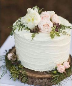 Over 50 delicious and delicate wedding cakes for spring - even the most picky gu. Over 50 delicious and delicate wedding cakes for spring – even the most picky guests will love it Diy fril Small Wedding Cakes, Wedding Cake Rustic, Wedding Cake Designs, Ruffled Wedding Cakes, Engagement Cakes, Love Cake, Let Them Eat Cake, Beautiful Cakes, Cupcake Cakes