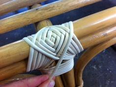 cane binding, step by step on how to carry out cane binding repairs Painting Wicker Furniture, Cane Furniture, Outdoor Wicker Furniture, Bamboo Furniture, Furniture Repair, Small Furniture, Recycled Furniture, Furniture Projects, Furniture Makeover