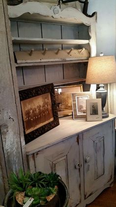 Cottage style hutch