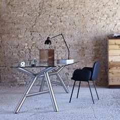 The net game of plots of the base and the top with an irregular shape, makes it a table that reinterprets a classic of the living area. Built on environmentally friendly and fully recyclable materials. Winner of Young and Design 2011 award. http://www.malfattistore.it/prodotto/otto/ #malfattistore #table #miniforms #diningroom #homedesign