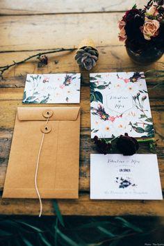 Faire-part mariage fleur botanique, mariage chic, moderne, romantique et champêtre. Crédit Photo : The Quirky
