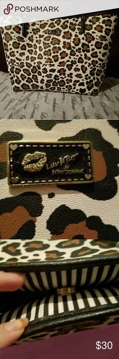 Betsey Johnson Handbag Purse Leopard print betsey johnson handbag. Great condition. Betsey Johnson Bags Totes